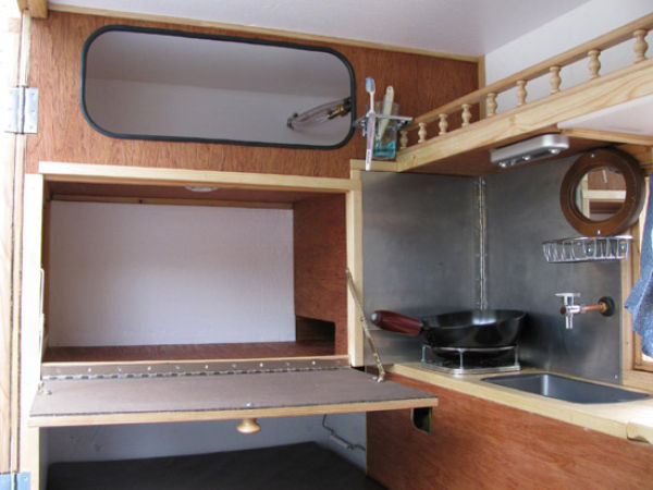 Mobile Home for the Homeless on Wheels (15 pics)