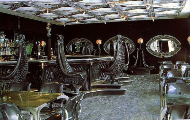 Alien Bar (14 pics)