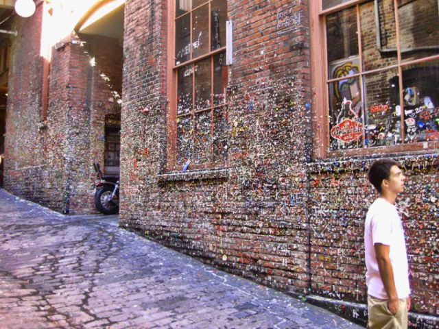 Gum Wall – A Top Seattle Attraction (13 pics)
