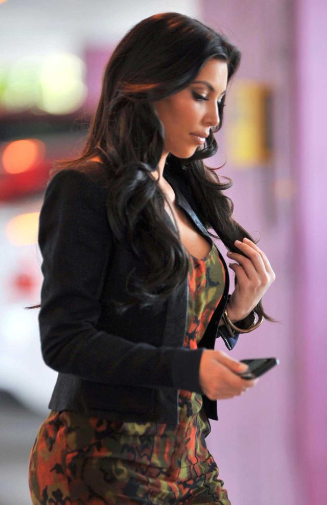 Kim Kardashian Is One Hot Piece (9 pics)