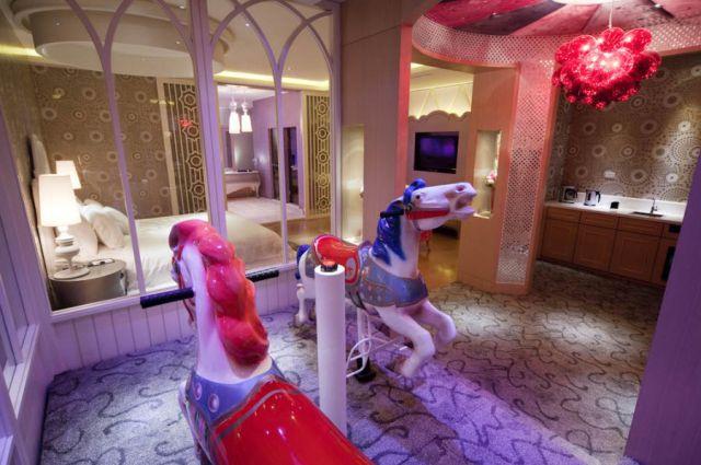 Love Hotels (14 pics)