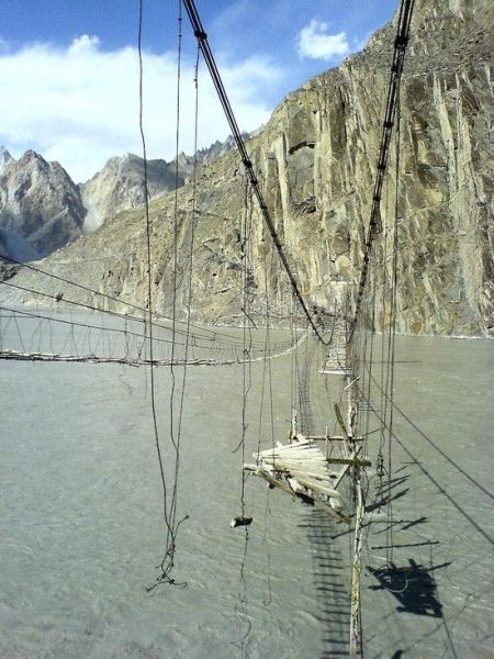 The World's Most Dangerous Hanging Bridge (6 pics)