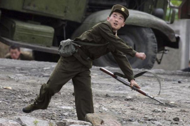 A Day in the Life of a North Korean Soldier (25 pics)