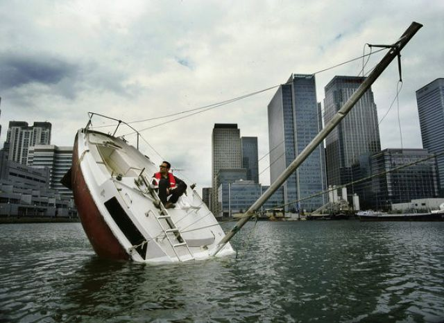 The Boat Is Going Down (9 pics)