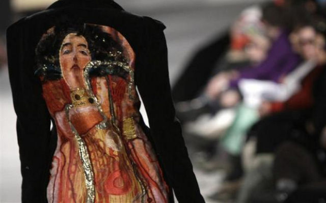 Fashion Show or Halloween? (18 pics)