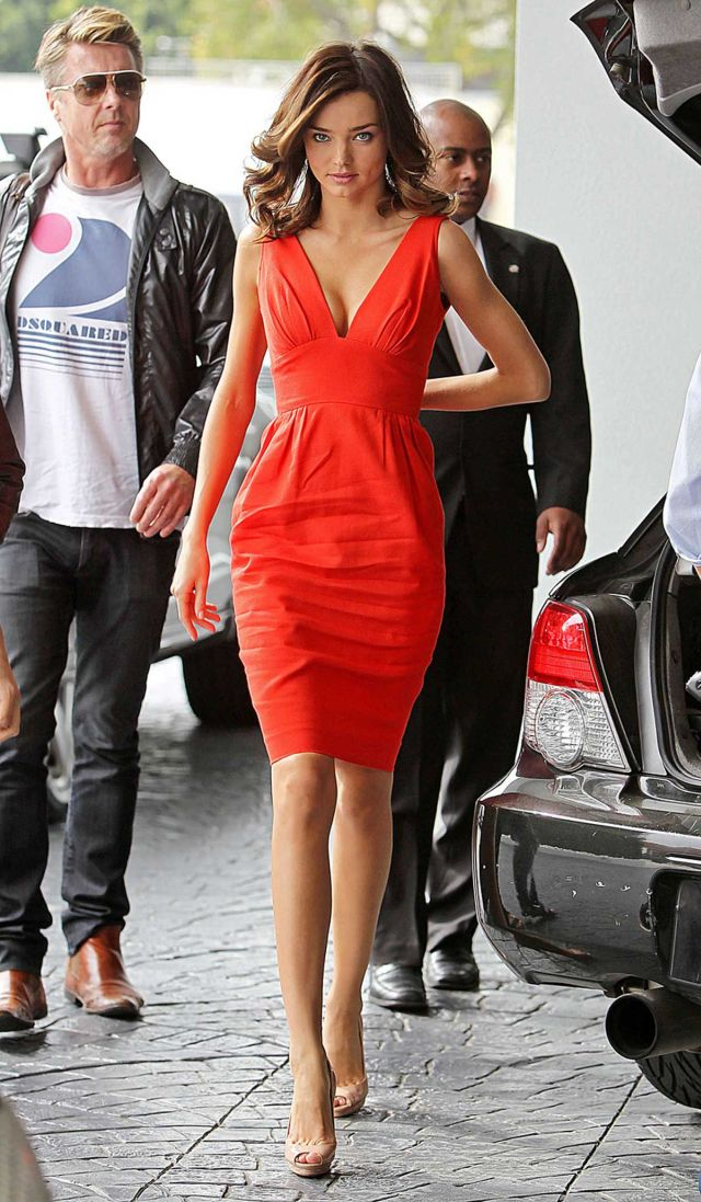 Miranda Kerr, Lady in Red (5 pics)