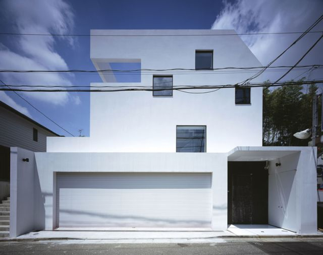 Creative House in Tokyo with Crazy Garage (12 pics)
