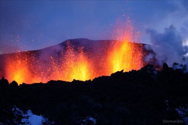 An Icelandic Volcano Eruption (30 pics)