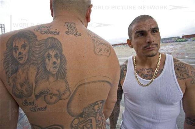 Two LA Gangs, Two Mortal Enemies (26 pics)