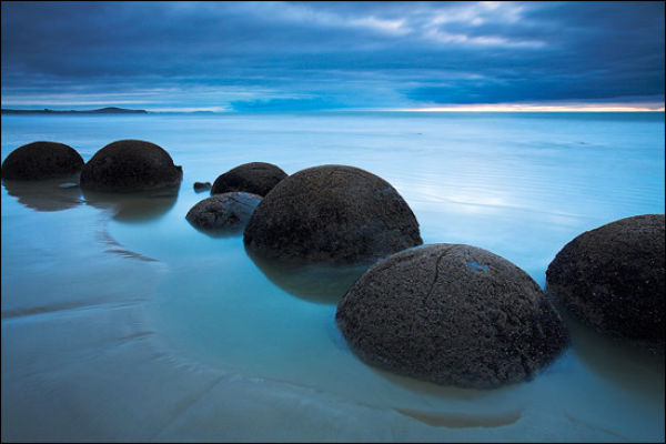 Boulders From Out of This World (20 pics)