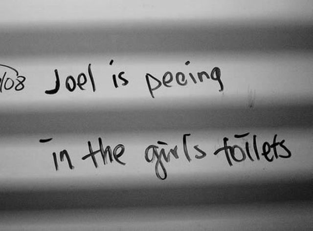What People Write in Bathrooms (14 pics)