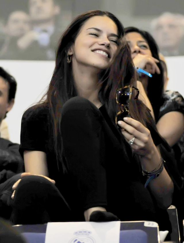 Adriana Lima Making Funny Faces While Watching Her Husband Playing Basketball (8 pics)