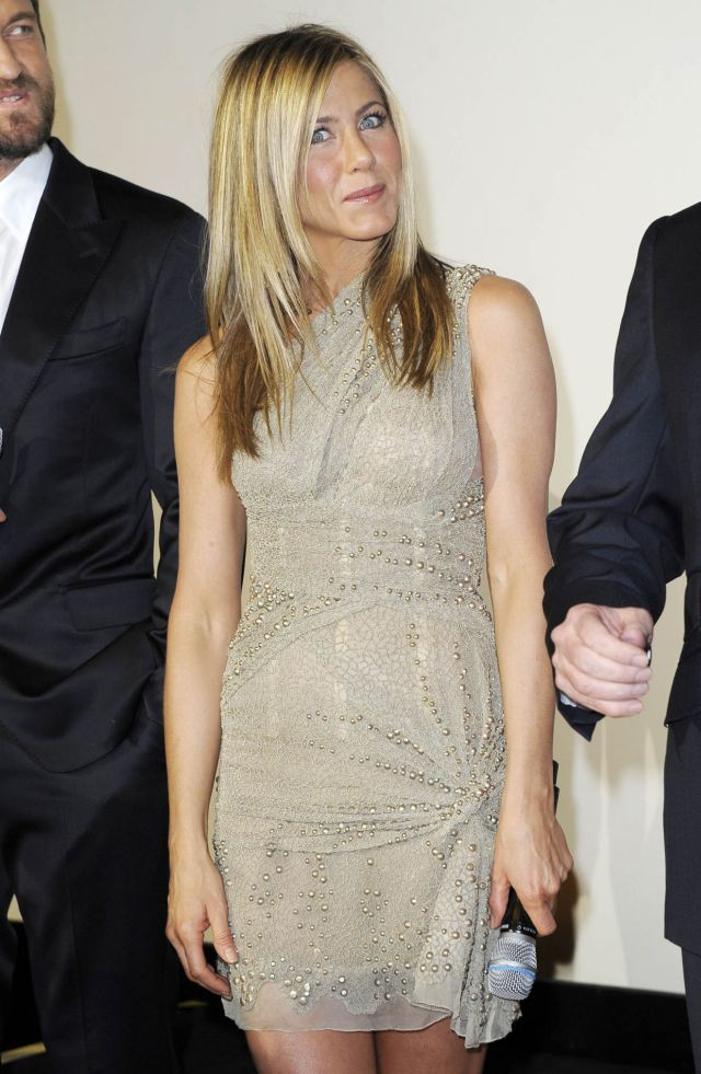 Jennifer Aniston Can Still Be Sexy and Desirable (6 pics)