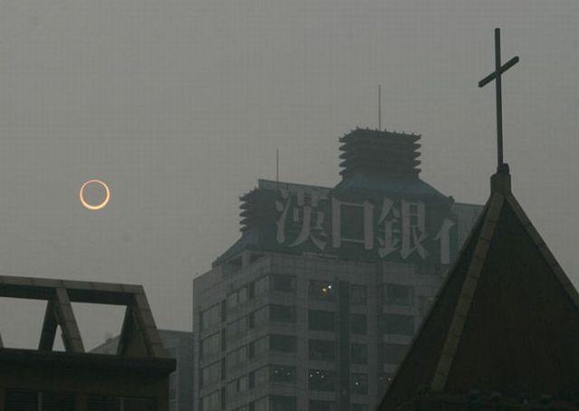 An Amazing Solar Eclipse (14 pics)