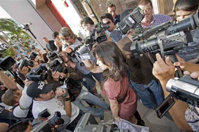 Difficult Life of Paparazzi (57 pics)