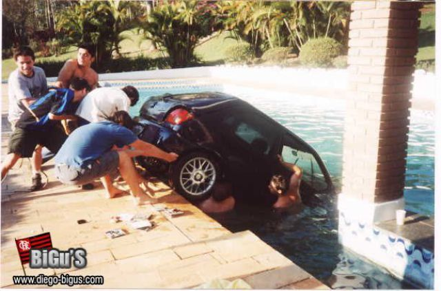 Pool Parties Don't Always Finish Well (8 pics)