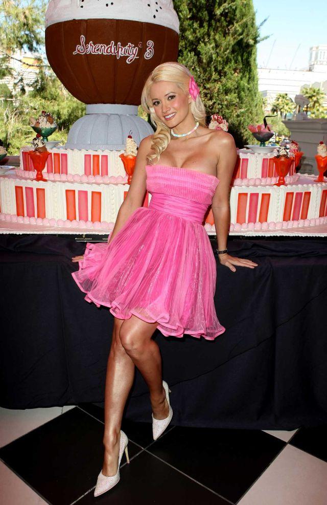 Holly Madison and Ice Cream. Mmm, Yummy ! (8 pics)