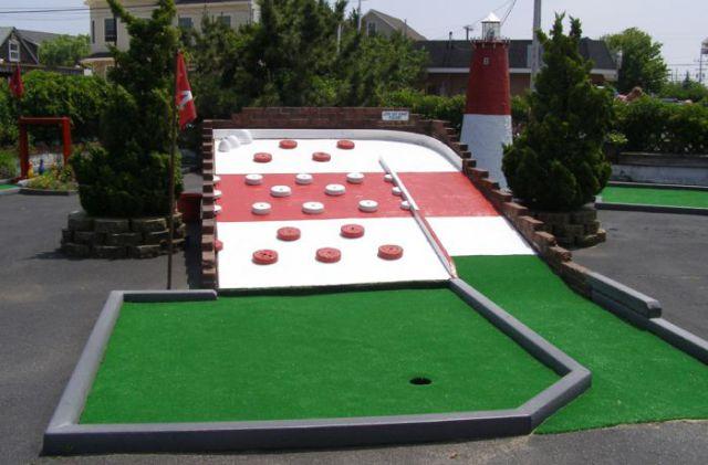 Creative Mini Golf Course Constructions (24 pics)