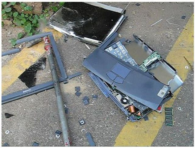 Smashed Laptops (19 pics)