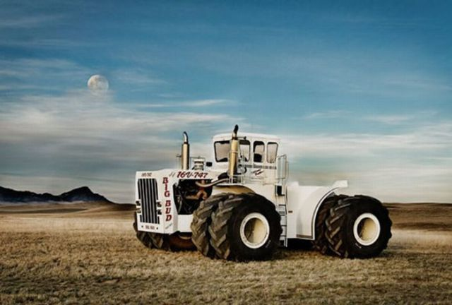 One of the Biggest Tractors in the World (8 pics)