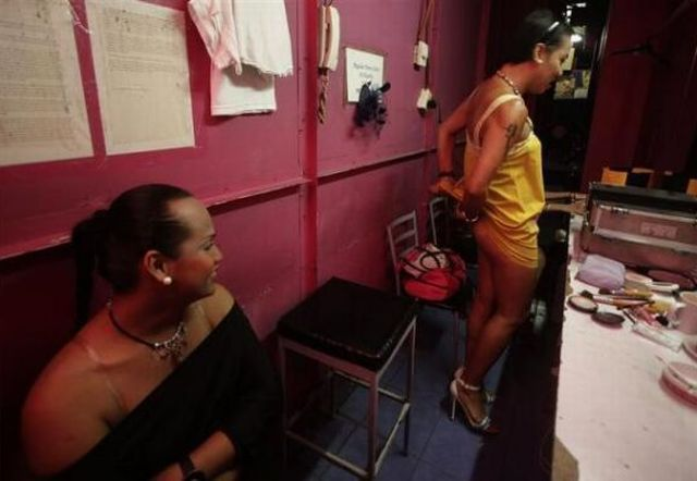 The Life of a Transvestite (20 pics)