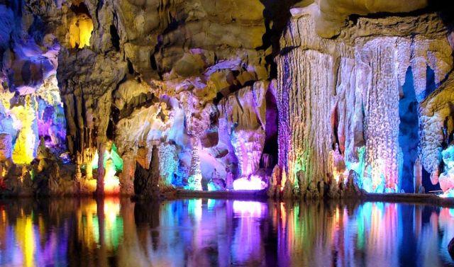 The Brilliant Reed Flute Cave (33 pics)