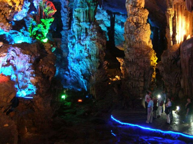 The Brilliant Reed Flute Cave (33 pics)