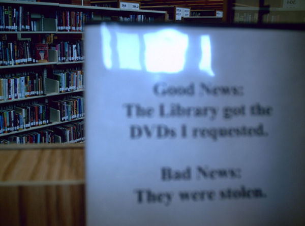 Threatening Library Signs (20 pics)