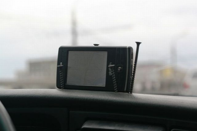 A GPS Navigation Holder You Can Make Yourself (2 pics)