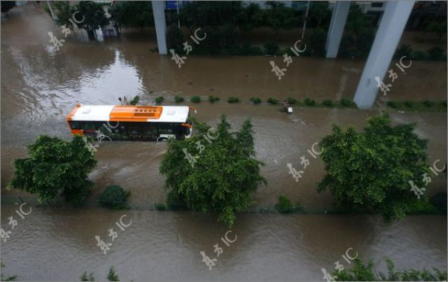 Heavy Rain Floods China (31 pics)