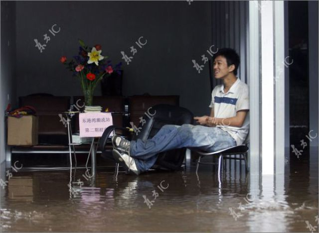 Heavy Rain Floods China (31 pics)