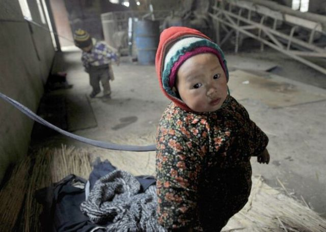 Tied Up Babies in China (6 pics)