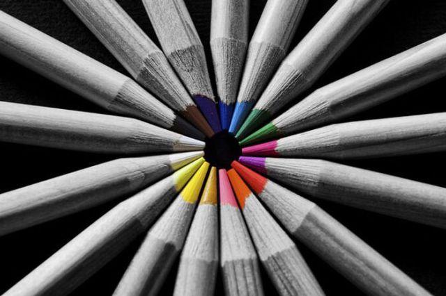 Mysterious Partial Color Pictures (32 pics)