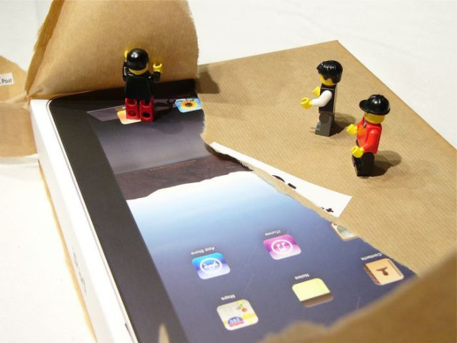 When Unpacking a New iPad Becomes a Show (21 pics)