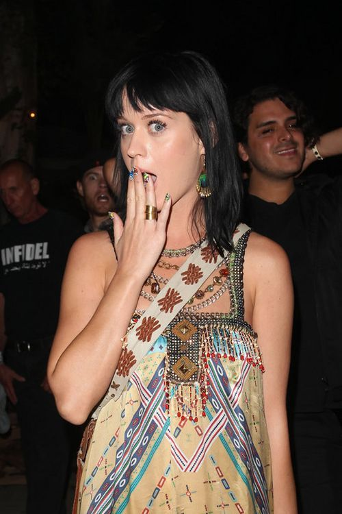 Katy Perry is Having Fun Making Grimaces (8 pics)