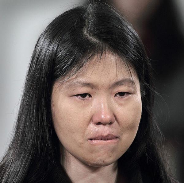 She Makes Random People Cry (20 pics)
