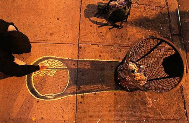 Street Art and Shadows (23 pics)