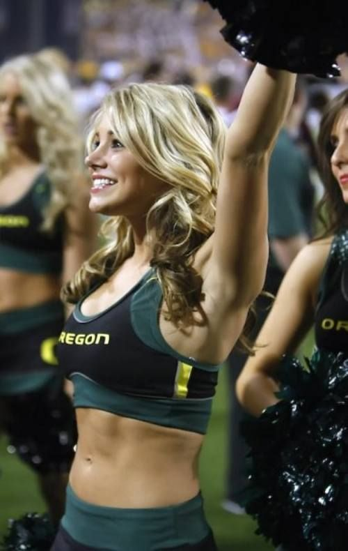Private Photos of a Famous Cheerleader (17 pics)