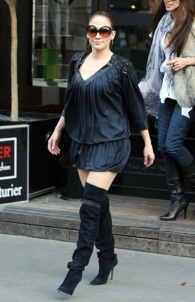 Jennifer Lopez Looks Kinda Hot in These Boots (6 pics)