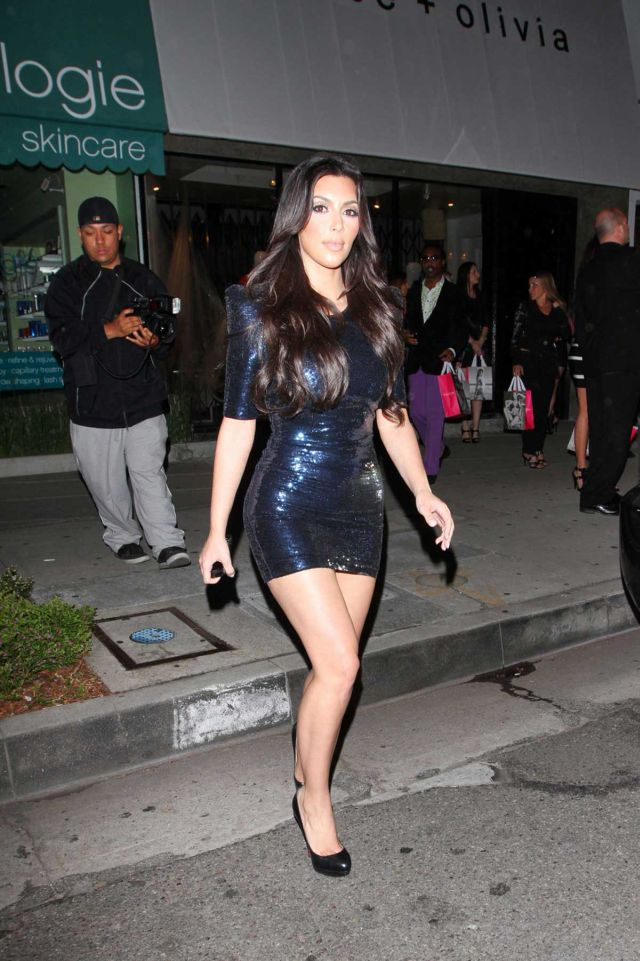 Kim Kardashian is a Sex Tight Dress (6 pics)