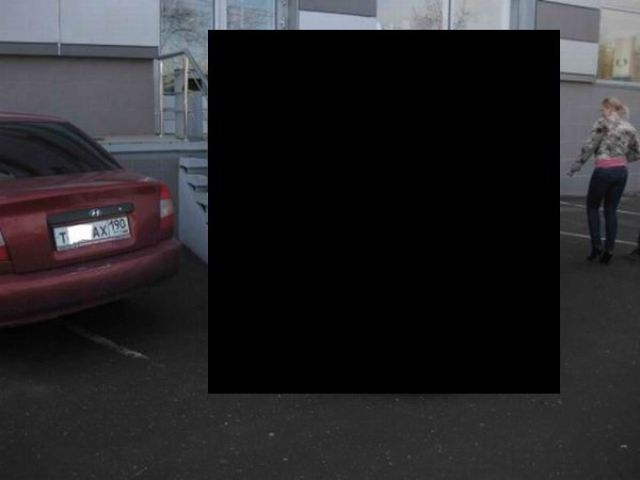 A Parking Attempt Fails (5 pics)