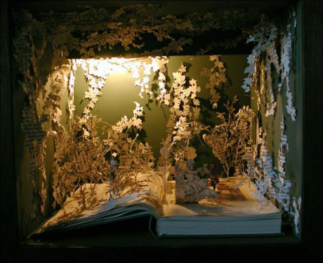 Book Sculptures (22 pics)