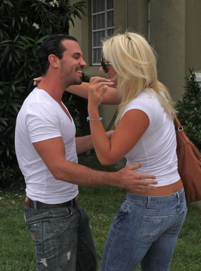 Brooke Hogan Has Very Dangerous Forms (7 pics)