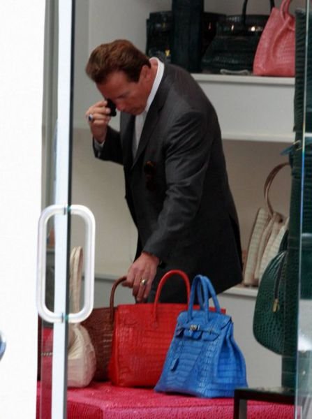 Terminator Buying a Purse. For His Wife? What a Romantic :) (5 pics)