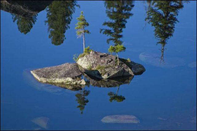 Cute Island on a Lake (20 pics)