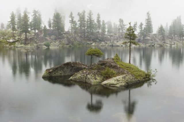 Cute Island on a Lake (20 pics)