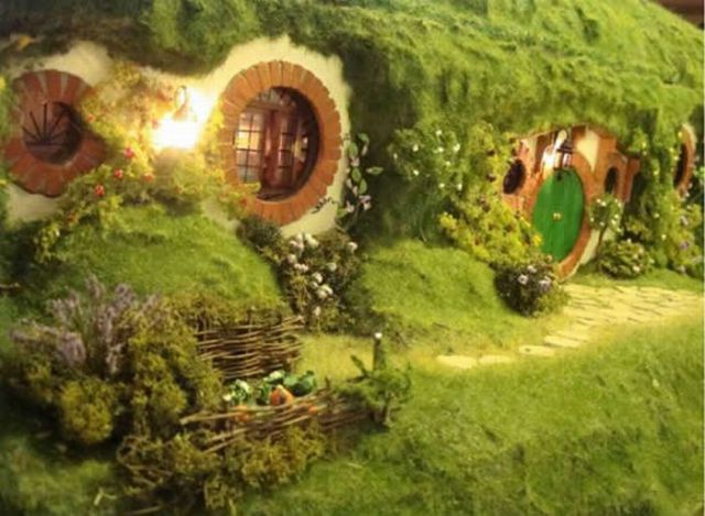 Lord of the Rings Hobbit House (16 pics)