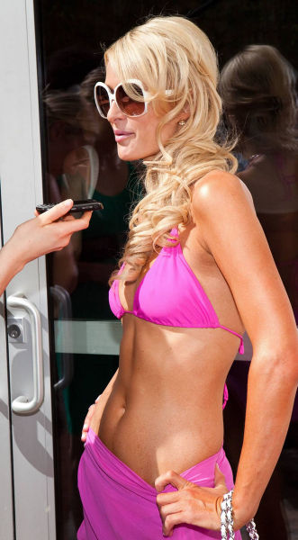 Paris Hilton Arrived at the Hard Rock Pool Party in Las Vegas (14 pics)
