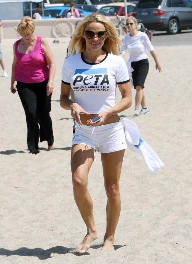 Pamela Anderson Has Still a Tight Body (9 pics)