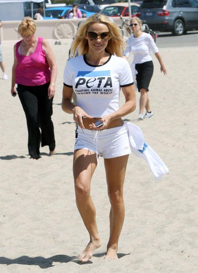 Pamela Anderson Has Still a Tight Body (9 pics)